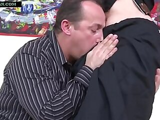 Indian nourisher in Saree has rough making love with age-old man