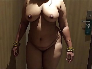 INDIAN DESI WIFE AUNTY SEXY..
