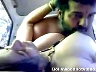 Desi Girlfriend Getting Fucked On every side Car