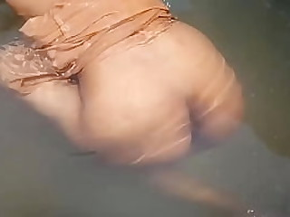 Indian Outside Bathing Desi video